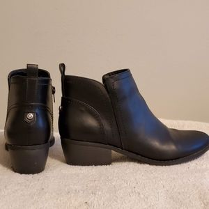 Guess Ankle 👢 Boots.